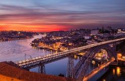Oude stad van Porto bij zonsondergang stock afbeeldingen