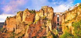 Oude stad van Ronda bij zonsondergang in Andalusia, Spanje Stock Foto's