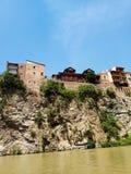 Oude stad van Tbilisi Mening van de Kura-Rivier royalty-vrije stock afbeelding
