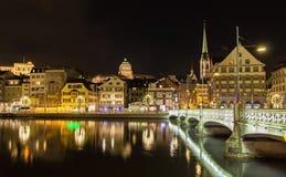 Oude stad van Zürich bij nacht Stock Fotografie