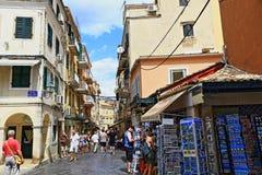 Oude stads commerciële straat Korfu Griekenland royalty-vrije stock foto's