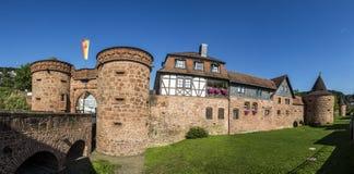 Oude stadsmuur in Buedingen Stock Foto's