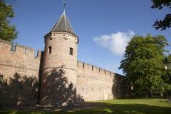 Oude stadsmuur en toren in Amersfoort Royalty-vrije Stock Afbeelding