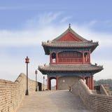 Oude stadsmuur met overladen watchtower, Zhangjiakou, China Stock Foto