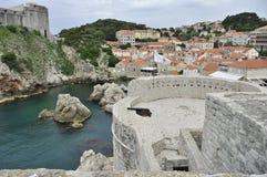 Oude Stadsmuur van Dubrovnic, Fort Lovrijenac, [St Lawrence vesting] vroegere vesting, nu theater van Dubrovnik Stock Foto's