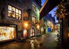 Oude stadsstraat bij nacht Stock Fotografie