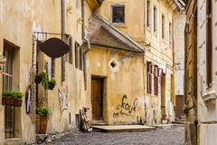 Oude stadsstraat in Brasov Roemenië Royalty-vrije Stock Fotografie