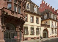 Oude stadsstraat in Freiburg Stock Afbeeldingen
