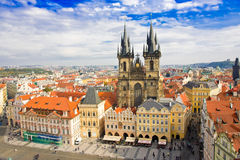 Oude stadsvierkant en Kerk van Maagdelijke Maria Before Tyn, Praag, Tsjechische republiek Stock Foto