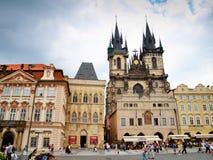 Oude Stadsvierkant en Kerk van Onze Dame vóór Tyn in Praag stock afbeelding