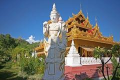 Oude standbeelden en gebouwen van de complexe pagode en de tempel van Mandalay ` s royalty-vrije stock afbeelding