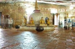 Oude standbeelden van Boedha in het hol Dambulla Royalty-vrije Stock Afbeelding