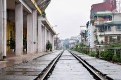 Oude Station en Spoorweg in Hanoi, Vietnam royalty-vrije stock afbeelding