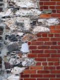 Oude Steen en Baksteen Verfraaide Muur Stock Fotografie