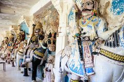 Oude steen gebogen beeldhouwwerken van Hindoese Goden en godin Royalty-vrije Stock Foto's