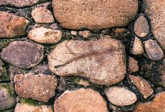Oude steen op concrete achtergrond geweven voor bouw royalty-vrije stock foto