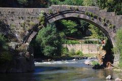 Oude steenbrug Stock Afbeeldingen