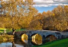 Oude steenbrug bij Nationaal Slagveld Antietam Royalty-vrije Stock Foto's