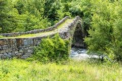 Oude Steenbrug in de zomer - de Pyreneeën La Vella van Andorra Andorr Royalty-vrije Stock Foto