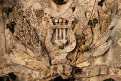 Oude steengraven op graven op oude begraafplaats in Europa royalty-vrije stock foto's