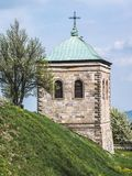 Oude steenklokketoren van een kerk royalty-vrije stock foto
