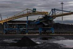 Oude steenkoolfabriek in Tarragona haven stock afbeelding