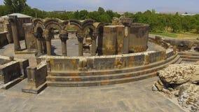 Oude steenruïnes van vroegere kathedraal, historische erfenis, archeologie stock footage