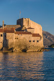 Oude steenstad door het overzees Stock Afbeelding