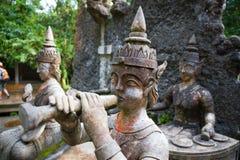 Oude oude steenstandbeelden in Geheime Boeddhisme Magische Tuin, Koh Samui, Thailand royalty-vrije stock afbeelding