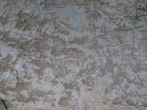 Oude steentextuur als achtergrond Grijze die rots met tekens, wordt gekrast aangaande royalty-vrije stock afbeelding