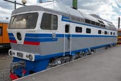 Oude stijl diesel elektrische trein Royalty-vrije Stock Foto's