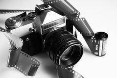 Oude stijlcamera met filmbroodjes Stock Fotografie