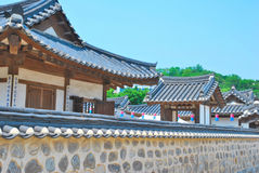 Oude stijlmuur het omringen tempelbuldings royalty-vrije stock fotografie