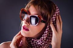 Oude stijlvrouw in sunglass Royalty-vrije Stock Afbeeldingen