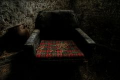 Oude stoel in een oud landbouwbedrijf Royalty-vrije Stock Foto