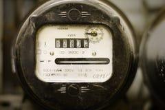 Oude stoffige elektriciteitsvoorzieningsmeter Stock Afbeeldingen