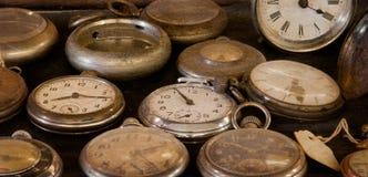 Oude Stoffige Horloges Stock Foto's