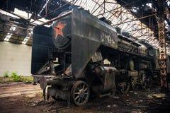 Oude stoomtrein bij depot royalty-vrije stock afbeeldingen