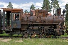 Oude stoomtrein bij een spoorwegmuseum Stock Afbeeldingen