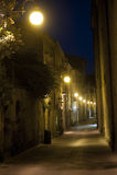 Oude straat in Arezzo (Toscanië) bij nacht stock afbeelding