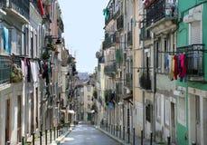 Oude straat in de stad van Lissabon Royalty-vrije Stock Foto