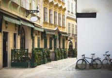 Oude straat in de stad van Wenen Stock Foto's