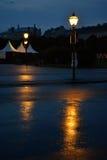 Oude straat met lampen Royalty-vrije Stock Foto's
