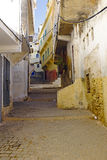Oude straat in Moulay Idriss in Marokko. Stock Fotografie