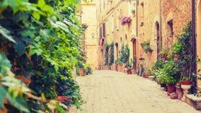 Oude straat in Pienza, een Renaissancestad in noordelijk Toscanië, het Stock Foto's