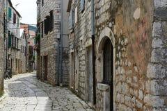 Oude straat in Stari Grad, Kroatië Stock Foto