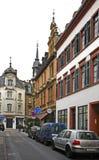 Oude straat in Wiesbaden duitsland stock foto