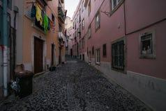Oude straten en het gewone leven van de stad van Lissabon portugal royalty-vrije stock foto's