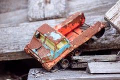Oude stuk speelgoed auto royalty-vrije stock foto