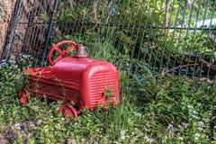 Oude stuk speelgoed brandmotor Stock Foto